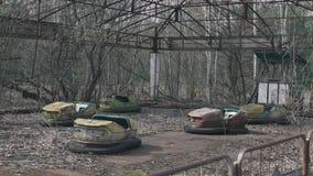 在一被放弃的游乐场的生锈的bumber汽车,从切尔诺贝利,Pripyat,乌克兰 股票录像