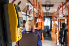 在一辆公共交通工具公共汽车的票validator 免版税库存照片