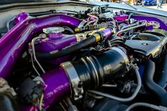 在一辆现代汽车的紫色管子 图库摄影