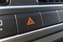 在一辆现代汽车的汽车紧急按钮 免版税库存图片