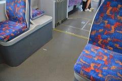 在一辆电车的椅子在广岛日本2016年 库存图片