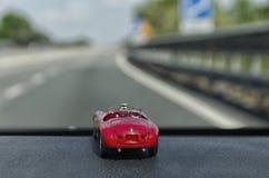 在一辆真正的汽车里面的比例模型 免版税图库摄影