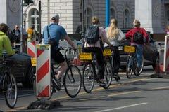 在一辆租用的自行车的旅游游览 免版税库存图片