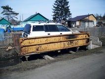 在一辆老汽车的汽车从卡车 免版税库存照片