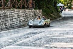 在一辆老赛车的莲花十一顶极1956年在集会Mille Miglia 2017年 免版税库存图片