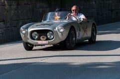在一辆老赛车的MARINO BRANDOLI菲亚特1100蜘蛛1955年在集会Mille Miglia 2017年 库存照片