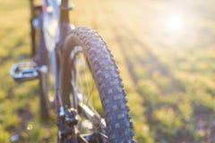 在一辆自行车的特写镜头在后面 图库摄影