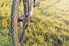 在一辆自行车的特写镜头在后面 免版税库存图片