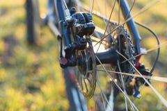 在一辆自行车的特写镜头在后面 库存照片