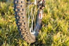 在一辆自行车的特写镜头在后面 免版税图库摄影
