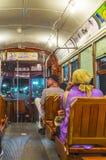 在一辆路面电车里面的人们在新奥尔良 免版税图库摄影