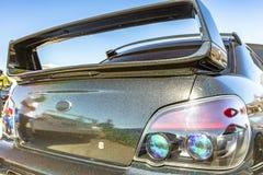 在一辆黑汽车的大掠夺者有闪闪发光的 免版税库存照片