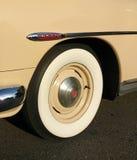 在一辆经典汽车的Whitewall轮胎 图库摄影