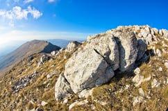 在一途中的有趣的岩石在山Rtanj的上面 免版税图库摄影