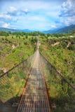 在一道深峡谷的长的吊桥 免版税图库摄影