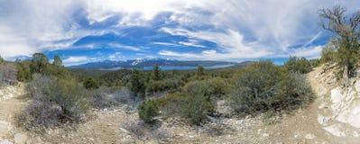 在一长的远足的excu采取的湖箭头美妙的全景 库存照片