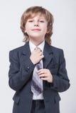 在一经典衣服straigh的精力充沛的年轻成功的商人 免版税图库摄影