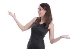 在一件黑礼服隔绝的愉快的年轻女实业家。 免版税库存图片