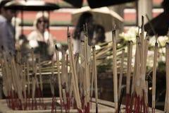 在一incenser的香火棍子从亚洲 库存图片