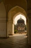 在七个坟茔,海得拉巴的曲拱 免版税图库摄影