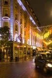 在七个拨号盘伦敦的多雨秋天晚上 免版税库存照片