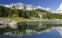 在七个Triglav湖谷的Dvojno Jezero  免版税图库摄影
