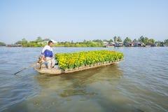 在七方式交叉路(Nga海湾)的Phung Hiep浮动市场,芹苴市市, Tien Giang 库存图片