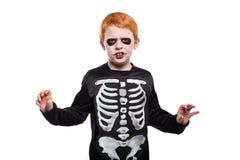 在万圣夜假装的可爱的红色头发男孩 图库摄影