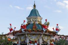在万圣夜庆祝期间的迪斯尼乐园巴黎 库存图片