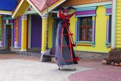 在万圣夜的庆祝的童话字符在索契公园,俄罗斯 免版税库存图片