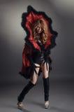 在万圣夜装饰的美丽的红头发人女孩 库存图片