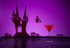 在万圣夜设置的世界性鸡尾酒 免版税库存图片