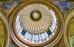 在万神殿巴黎视图里面的hdr 免版税库存图片