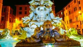在万神殿的喷泉在罗马-美丽在晚上 免版税图库摄影