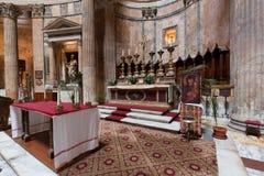 在万神殿里面在罗马,意大利 现在圣玛丽和受难者教会 免版税库存图片