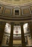 在万神殿里面的柱廊细节在罗马 图库摄影