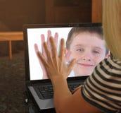 在万维网一起凸轮膝上型计算机的系列 免版税图库摄影