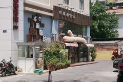 在三亚旅游区的街道的建筑学  库存图片