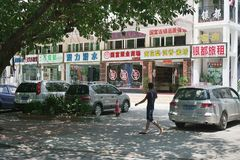 在三亚旅游区的街道的建筑学  免版税库存图片