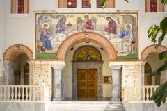 在三位一体东正教的入口的古老马赛克 贴水nikolaos 克利特希腊 图库摄影