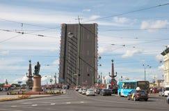 在三位一体Bridgte附近的运输 圣彼德堡 俄国 库存图片