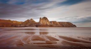 在三峭壁海湾的沙子土坎 免版税图库摄影