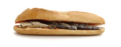 在三明治沙丁鱼上添面包 库存图片