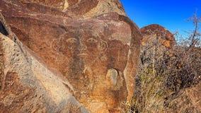 在三条河刻在岩石上的文字站点面对刻在岩石上的文字在新墨西哥, U 免版税库存图片