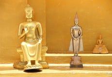 在三次行动的三金黄菩萨雕象 库存照片