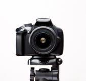 在三脚架特写镜头的SLR照相机 库存图片