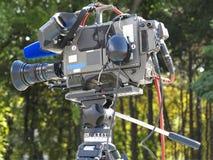 在三脚架的电视专业演播室数字式摄象机 库存照片