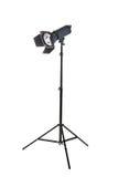在三脚架立场的演播室照明设备,隔绝在白色背景 专业照明设备 演播室聚光灯 设备照片 图库摄影