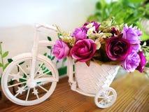 在三轮车模型的花 库存照片