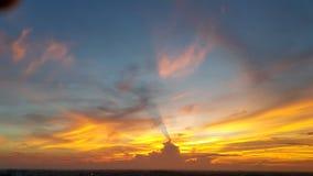 在三颜色的早晨天空 免版税库存照片